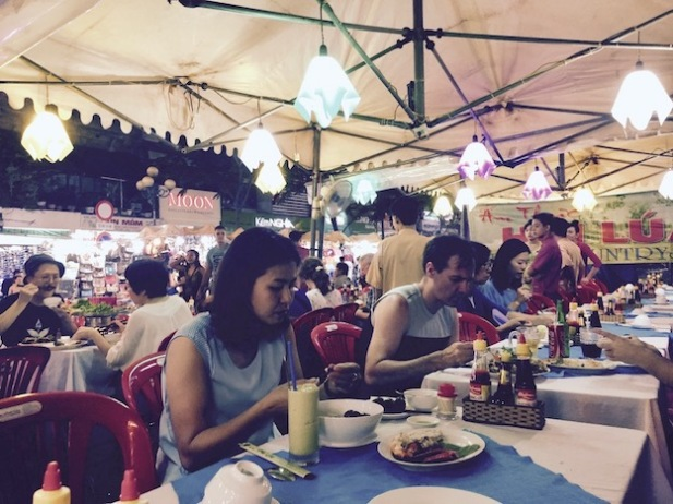 Busy pop up restaurant outside Ben Thanh Market