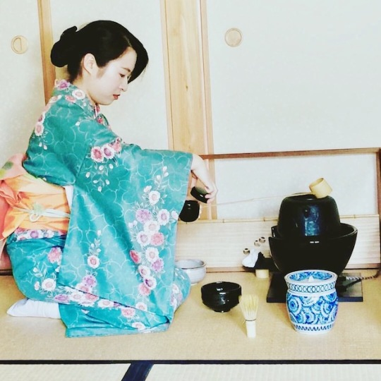 Atsuko showing us the tea ceremony technique