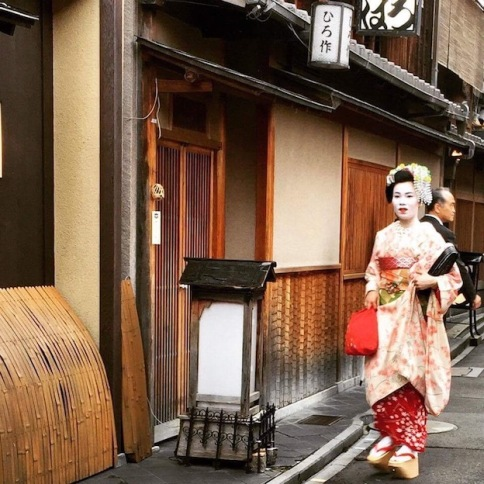 Maiko walking down Pintocho on her way to work